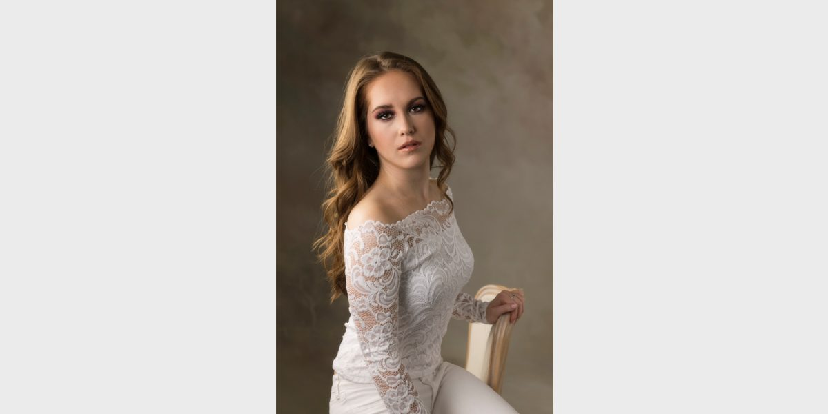 Mary Kent Photography is a Orlando FL portrait studio photographer who specializes in photography, headshots, branding, fashion, location, glamour, and  events.